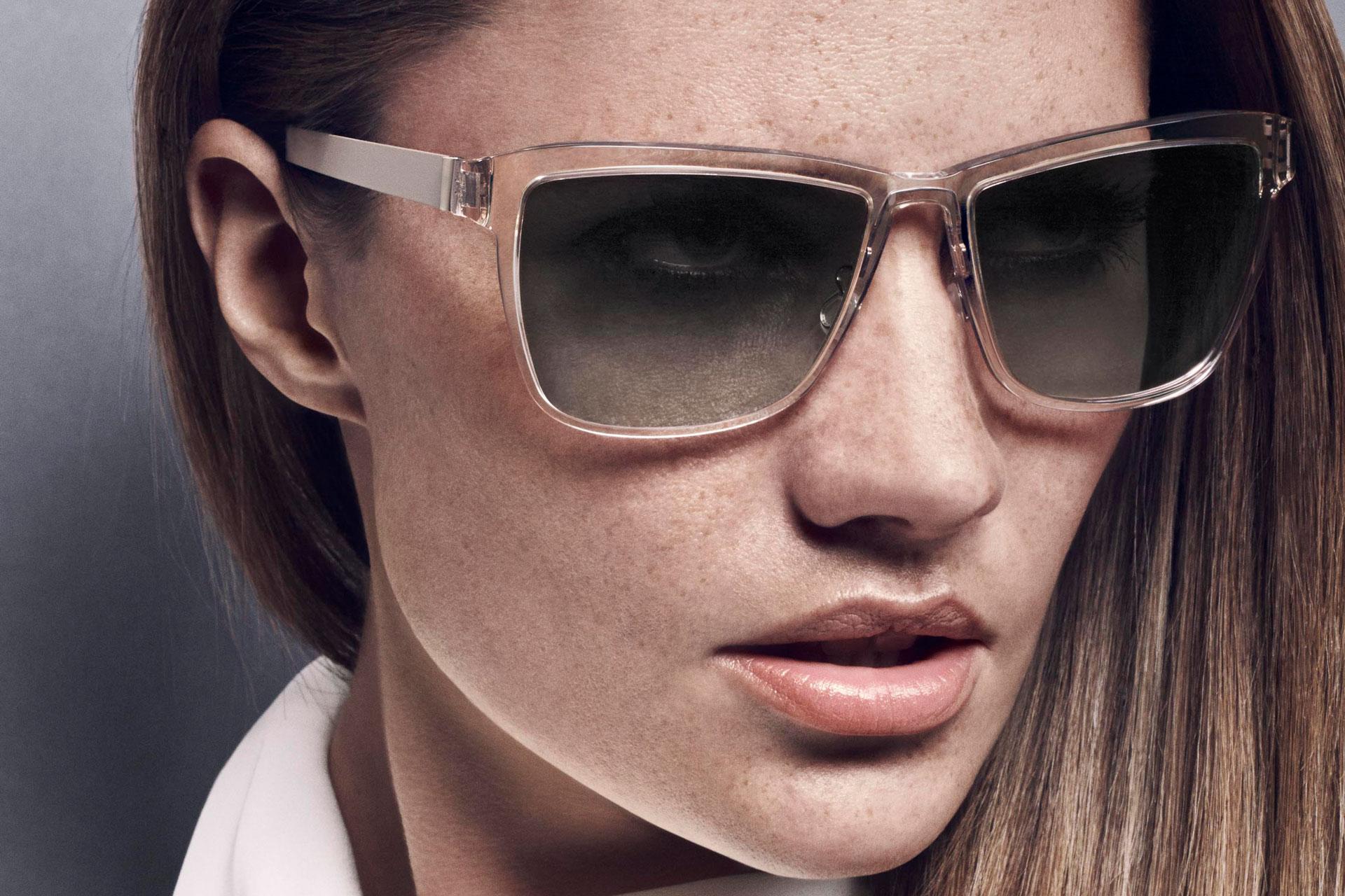 e547984a5f26e Simplicidade e elegância  Armações de óculos LINDBERG e lentes de óculos de  sol ZEISS - um sucesso de verão