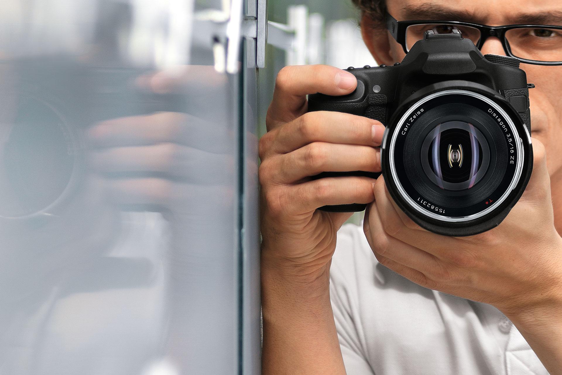 5921d1b47 Tirando fotografias com óculos